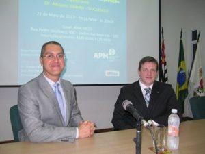 Dr. Robson Barbosa de Miranda (cirurgião vascular) e Dr. Adriano Valente (Médico Nuclear) no I Encontro do LinfoABC